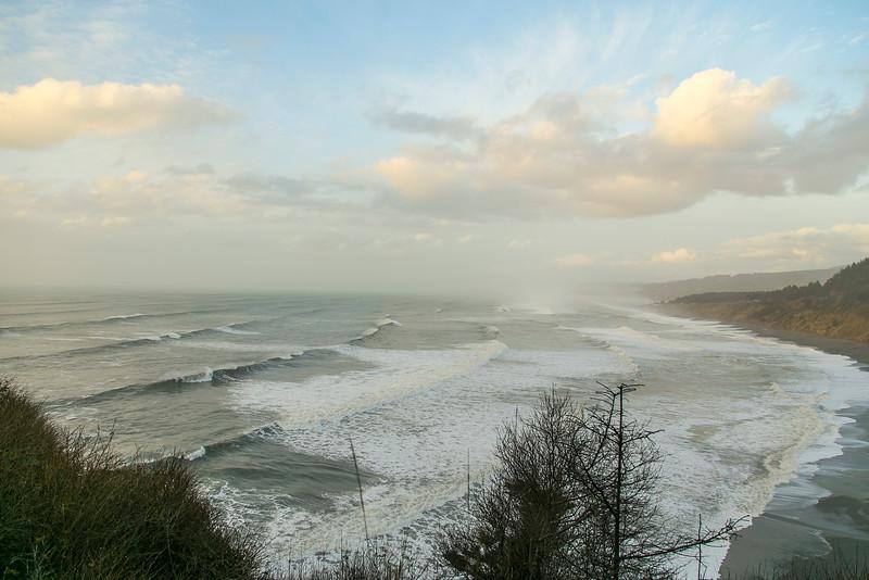 Storm waves on Agate Beach