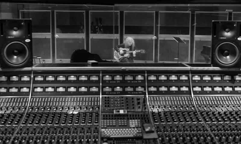 Waddy Wachtel in Capitol Studios