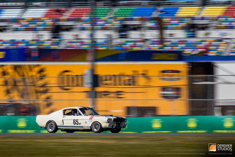 2015 11 Automotive - Classic 24 Daytona 01 Porsche 911 Unloading
