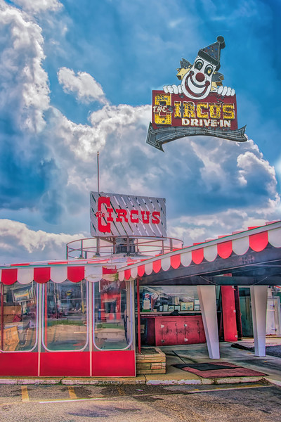 The Circus Drive In Restaurant And Sign