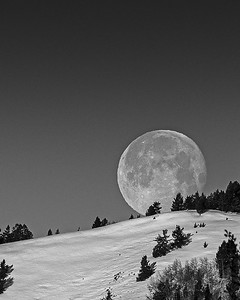 The 97% Waning Gibbous Moon Sets Behind Sun Valley