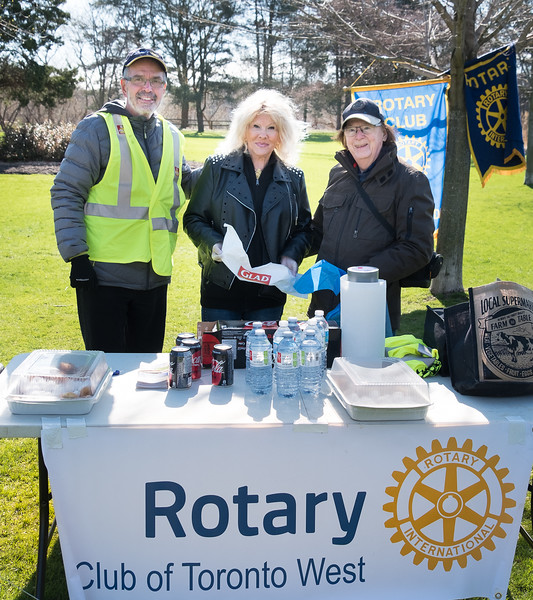 RTW event coordinator John Muto (L) with Rotary Etobicoke members Gillian and Andre Dugas