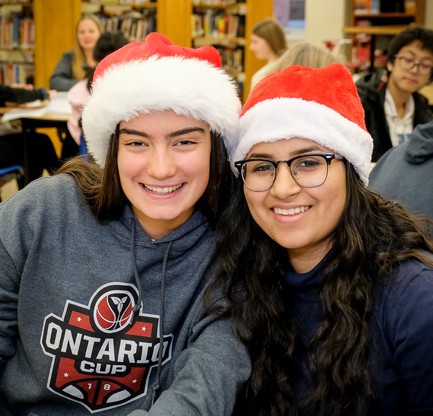 Interact BOD member Thea Cheeseman (L) and President Pearl Bawa (R)