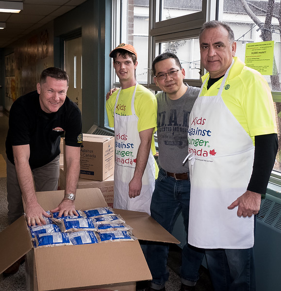 The hard working packing team flanked by Greg Dobson (L) and Iosef Ciosa  (R)