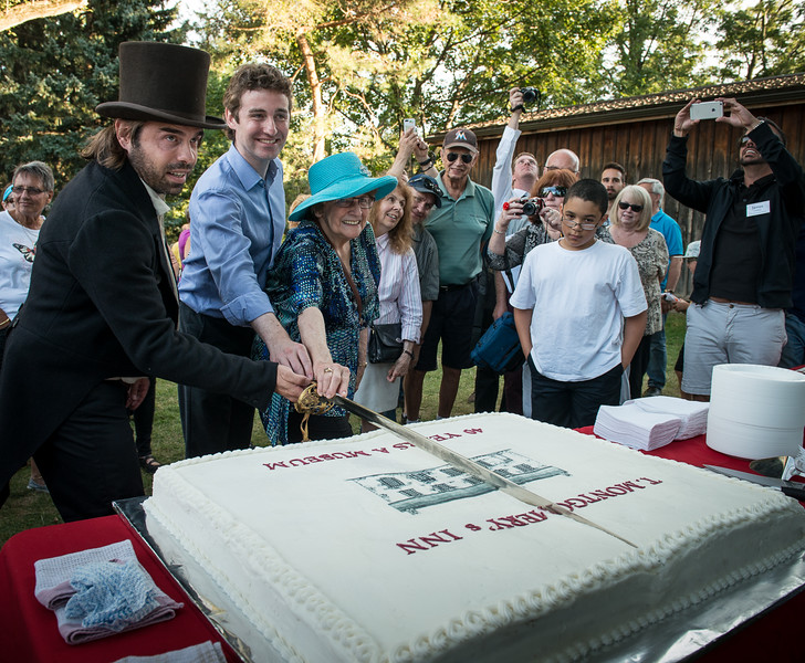 A celebration cake was enjoyed following a few speeches describing the Inn's fascinating history.