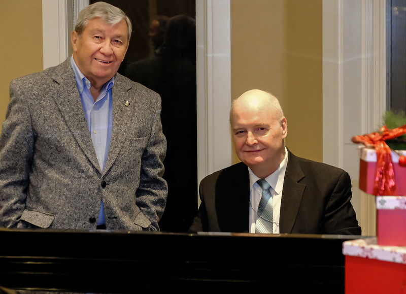 Past RTW Presidents Terry Donohue with Ron Manfield on the piano.