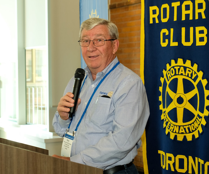 Rotary Toronto West President (2017-18) Terry Donohue gave a humorous pre-dinner welcome to all guests and volunteers.