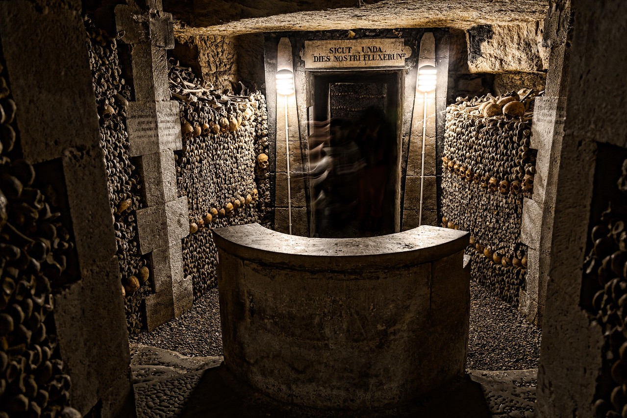Paris-Catacombs-Dead-1