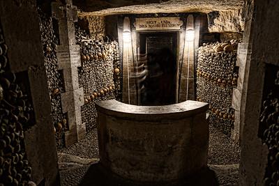 Paris-Catacombs-Dead-1