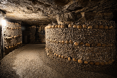 Paris-Catacombs-Dead-3