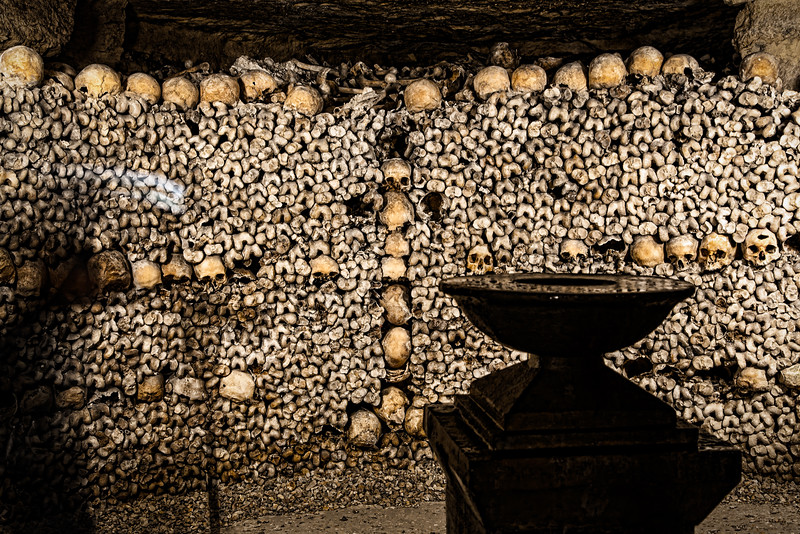 Paris-Catacombs-Dead-2