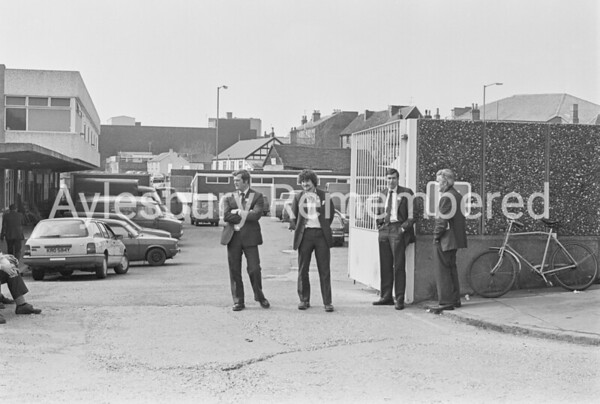 Strike pickets at Sorting Office, Apr 1985