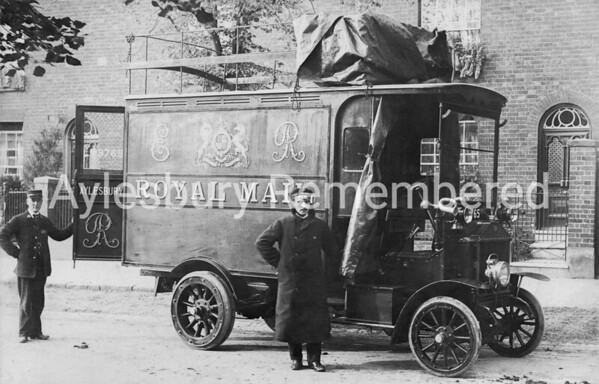 Royal Mail van in Buckingham Street, 1908