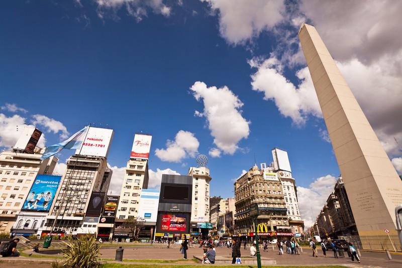 El Obelisco (Obelisk) central Buenos Aires