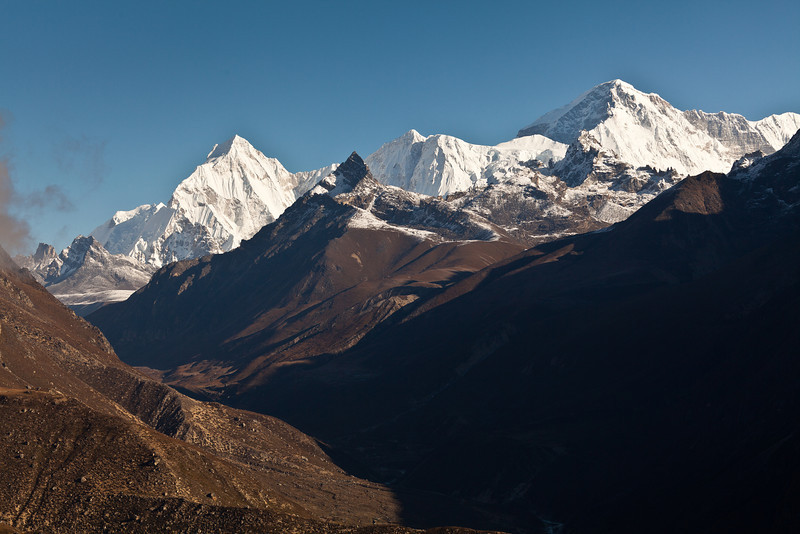 Cho Oyu on the right from ridge above Thame