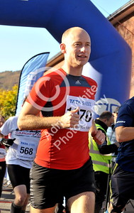 EAST / Copyright Adrian White Sunday 6th November 2016 Richard Burton 10k Road Race, Cwmavon. Stephen Kinnock MP