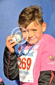 EAST / Copyright Adrian White Sunday 6th November 2016 Richard Burton 10k Road Race, Cwmavon. Cameron Rees, great great nephew of the great man himself, Richard Burton.
