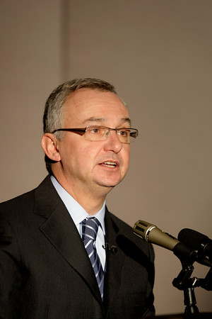 San Antonio, TX - SABCS 2008 San Antonio Breast Cancer Symposium: José Baselga, MD of Vall d'Hebron University Hospital Barcelona, SPAIN addresses the Emerging Targets session at the 2008 San Antonio Breast Cancer Symposium here today, Wednesday December 10, 2008. Over 8,000 Physicians, researchers and healthcare professionals from over 50 countries attended the meeting which features the latest research on Breast Cancer Treatment and Prevention. Date: Wednesday December 10, 2008 Photo by © SABCS/Todd Buchanan 2008 Technical Questions: todd@toddbuchanan.com; Phone: 612-226-5154.