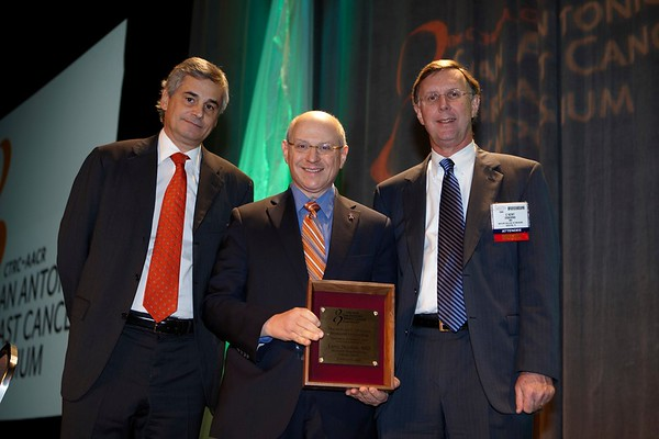 San Antonio, TX - SABCS 2008 San Antonio Breast Cancer Symposium: Larry Norton, MD of Memorial Sloan-Kettering Cancer Center New York, NY, center, receives the WILLIAM L. MCGUIRE MEMORIAL LECTURE Award from Dr. Paolo Paoletti of GlaxoSmith Kline, left, and Dr. C. Kent Osborne, right, at the 2008 San Antonio Breast Cancer Symposium here today, Friday December 12, 2008. Over 8,000 Physicians, researchers and healthcare professionals from over 50 countries attended the meeting which features the latest research on Breast Cancer Treatment and Prevention. Date: Friday December 12, 2008 Photo by © SABCS/Todd Buchanan 2008 Technical Questions: todd@toddbuchanan.com; Phone: 612-226-5154.