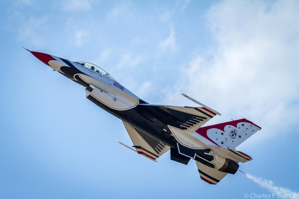 IMAGE: http://www.cscott4.com/Airplanes/2011-Air-Show-Alliance-Texas/i-ZfGjLMZ/1/XL/2011_10_22_4034-XL.jpg