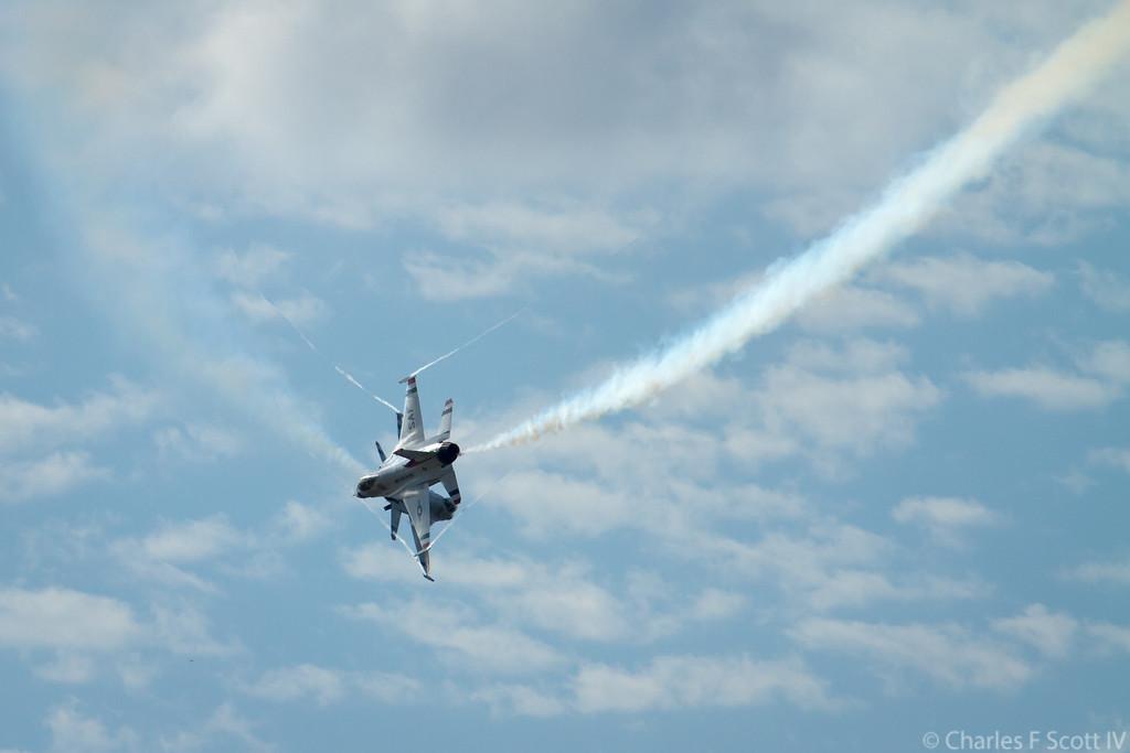 IMAGE: https://photos.smugmug.com/Public/2011-Air-Show-Alliance-Texas/i-fnS42v9/4/b1932aa9/XL/2011_10_22_3995-XL.jpg