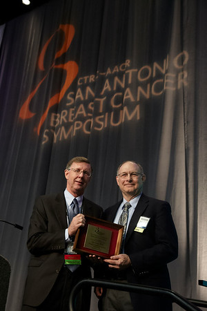 San Antonio, TX - SABCS 2011 San Antonio Breast Cancer Symposium: Joe Gray, PhD gives the William L. McGuire Memorial Lecture at the 2011 San Antonio Breast Cancer Symposium here today, Thursday December 8, 2011. Over 9,000 physicians, researchers, patient advocates and healthcare professionals from over 90 countries attended the meeting which features the latest research on breast cancer treatment and prevention. Date: Thursday December 8, 2011 Photo by © SABCS/Todd Buchanan 2011 Technical Questions: todd@medmeetingimages.com; Phone: 612-226-5154.