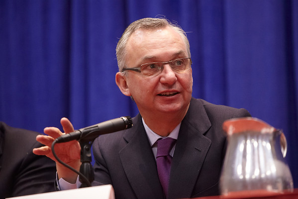 San Antonio, TX - SABCS 2011 San Antonio Breast Cancer Symposium: Jose Baselga, MD, PhD discusses the CLEOPATRA Trail during the Press Conference at the 2011 San Antonio Breast Cancer Symposium here today, Thursday December 8, 2011. Over 9,000 physicians, researchers, patient advocates and healthcare professionals from over 90 countries attended the meeting which features the latest research on breast cancer treatment and prevention. Date: Thursday December 8, 2011 Photo by © SABCS/Todd Buchanan 2011 Technical Questions: todd@medmeetingimages.com; Phone: 612-226-5154.