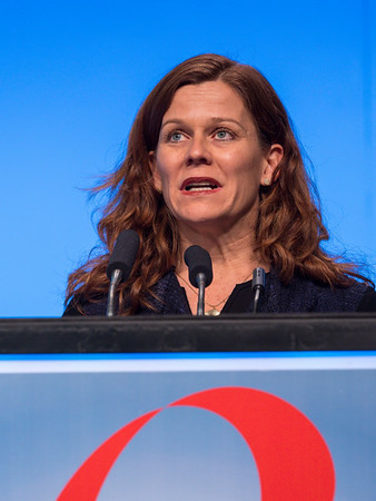 Discussant Ann H. Partridge, MD, MPH speaks during GENERAL SESSION 4