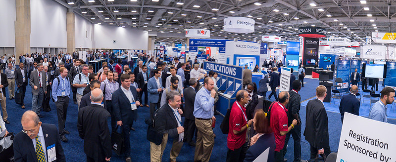 Attendees during Exhibit Hall Opens