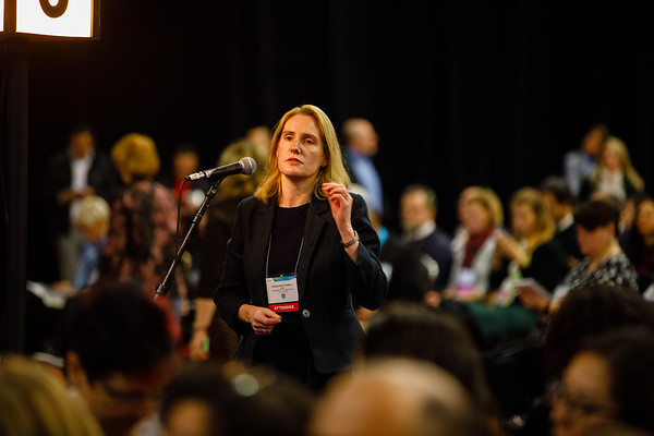 Attendees ask questions during PLENARY LECTURE 1
