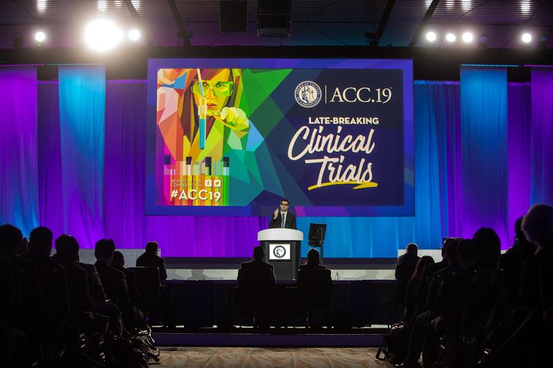 Otavio Berwanger presents  during Late-Breaking Clinical Trials (LBCT) V: SAFARI-STEM, COACT, TREAT, STOPDAPT2, SMART-CHOICE