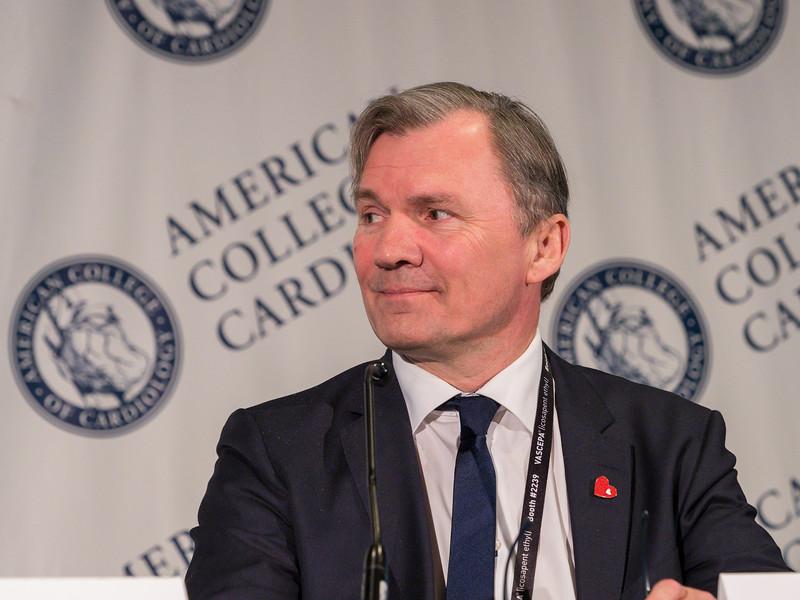 Henning Bundgaard discuses  the POET Trial during Late-Breaking Clinical Trials (LBCT) III