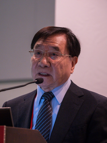 Guangwei Li speaks during Prevention of Type 2 Diabetes President Health Care & Education Address and Outstanding Educator in Diabetes Award Lecture