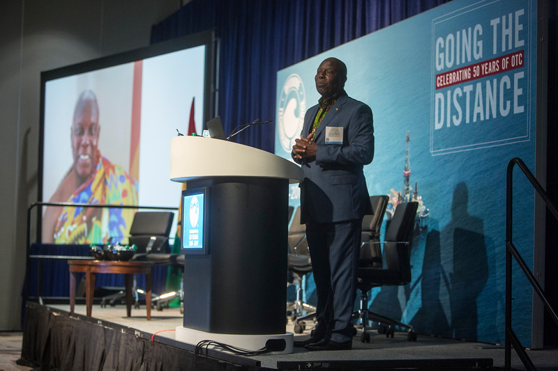 Dr. Barfour Adjei-Barwuah presents during Around the World Series | Ghana