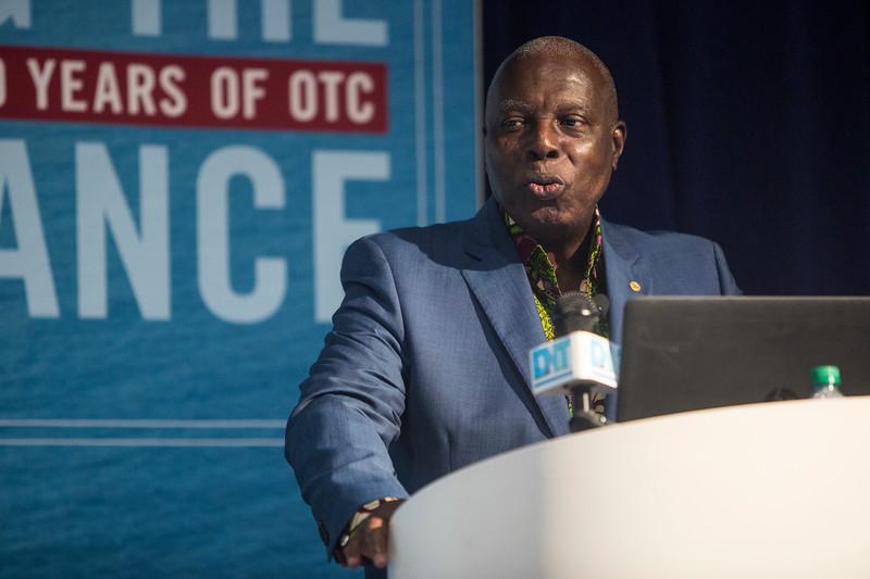 Dr. Barfour Adjei-Barwuah presents during Around the World Series   Ghana