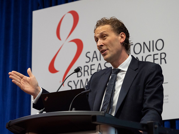 Peter Schmid, MD, PhD discusses Neoadjuvant and Adjuvant Treatment with Pembrolizumab Improves Pathologic Complete Response Rates for Patients with Triple-Negative Breast Cancerwith Lymph Node Involvement during the Thursday morning Press Conference