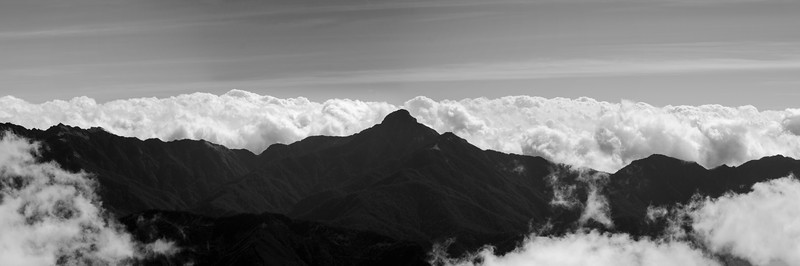 The Central Range Point (中央尖山), at 3705m high, is one of teh most distinctive peaks surrounding .