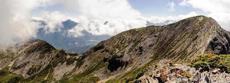 View from the Northern Small Peak (Beilengjiao Peak) 北角峰 (北稜角峰)