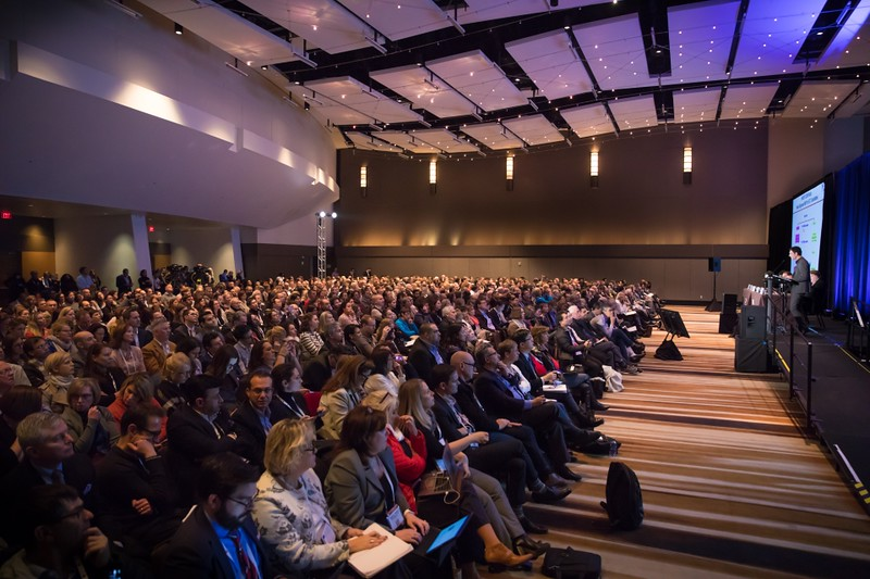 The captivated crowd of nearly 1,000 attendees also included many of the IMF-affiliated myeloma Support Group Leaders.