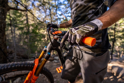 The new Fox Racing camo gloves and jersey are so good!