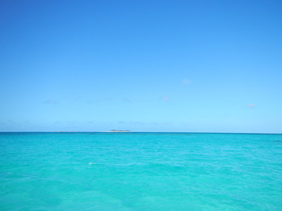 The view of Sandy Cay from Rose Island.