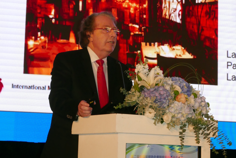 Dr. Durie addresses the meeting in Shanghai.