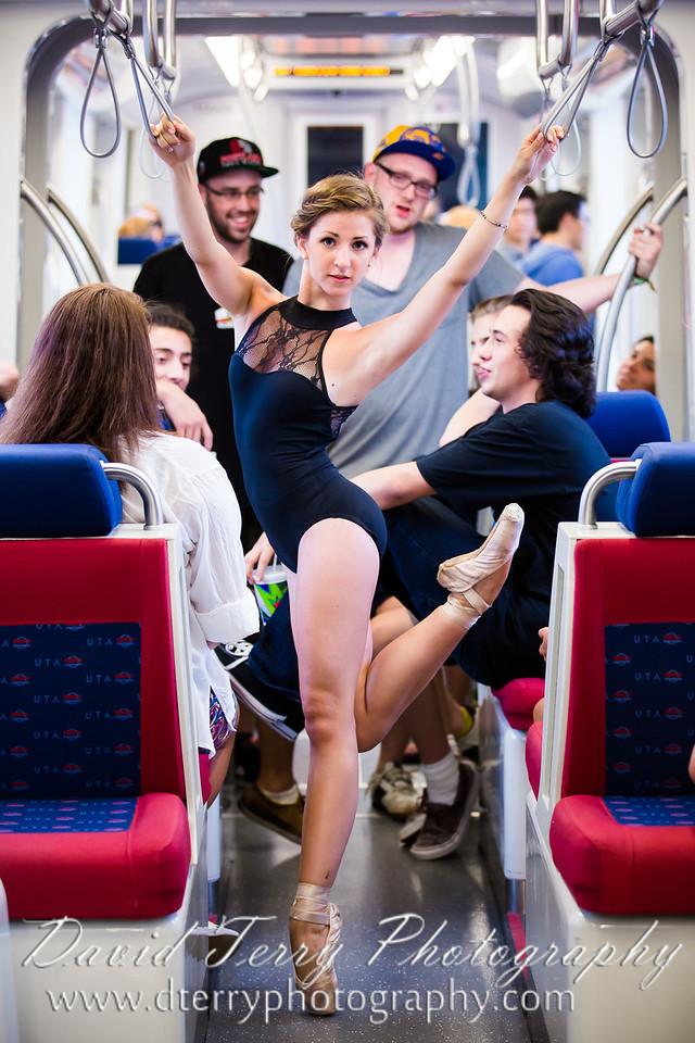 IMAGE: http://www.dterryphotography.com/Models/Elle-and-Anja-Ballerinas/i-tdL436Z/0/X2/190329-X2.jpg
