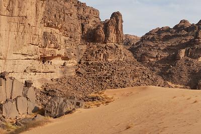 Felsüberhang, auch Abri genannt, mit nicht besonders beeindruckenden Felsmalereien, bei Camp 2 (GPS: 1204 A)