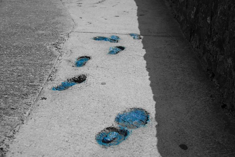 traces de pas dans la rue