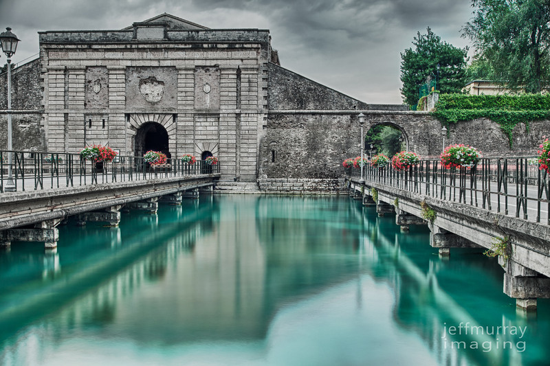It was kinda fun to enter and leave Peschiera right through the old fort walls.<br /> <br /> Plus you have a spectacular view of this stunning coloured water.<br /> <br /> While taking this shot (and despite using a polariser) there were large fish swimming right in front of me in full view.  It is a shame the reflections overpowered the view of them.<br /> <br /> These walls have inscribed : Disce HAEC MONEAT PRAECELSA Leonis IMAGO Ne STIMVLES VENETI CEV LEO IN HOSTE VIGENT MDLIII<br /> <br /> Which means What you know.  This excellent image of the lion will dissuade the Venetians from the lead against the enemy because they have the force of the lion.  1553.  The year the marble lion of San Marco (near these walls)  was unveiled.