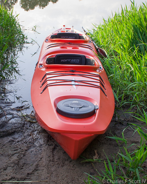 This is a modular kayak. For solo the front and rear sections are used. For tandem the center section is also used.