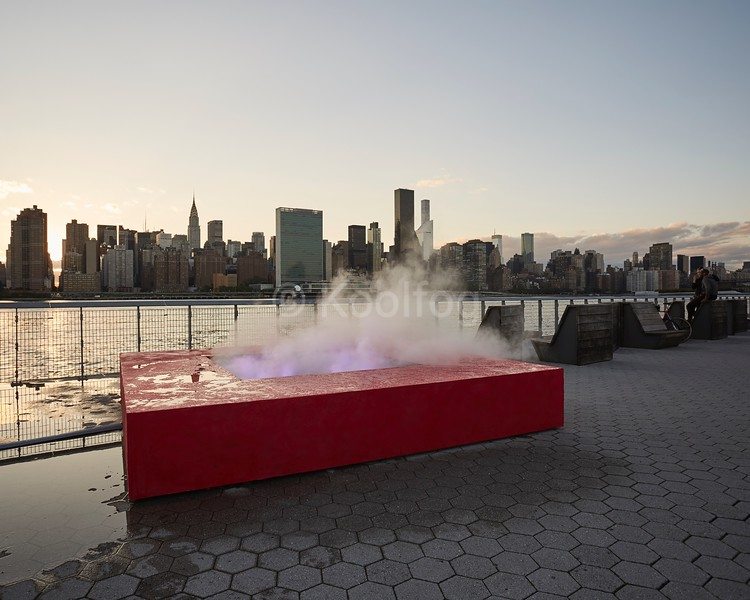 Mika Tajima, Meridian (Gold), 2016, installation view in Hunter's Point South Park, New York. Pressurized water vapor system, networked LED bulbs, real-time gold commodity indexes, custom analysis program, wood, pigment, sculpted resin. 20 x 144 x 144 inches (50.8 x 365.8 x 365.8 cm). Commissioned by SculptureCenter, New York. Courtesy the artist, 11R, New York and Taro Nasu, Tokyo. Photo: Yasunori Matsui