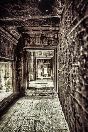 Angkor Wat Corridor BW