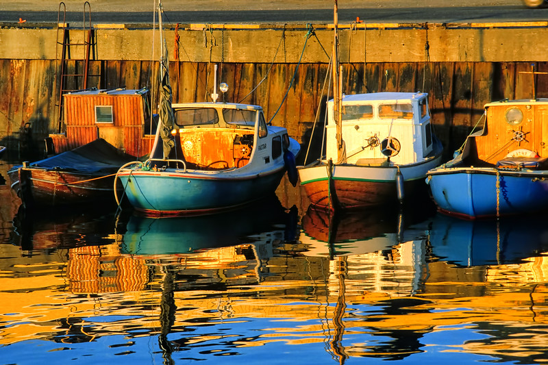 Boats in Bodo harbour at midnight